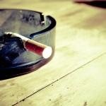 Przypalanie papierosów jest pewnym z bardziej tragicznych nałogów